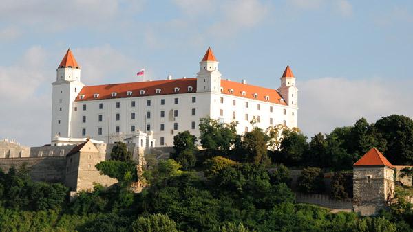 Bratislava uçak bileti